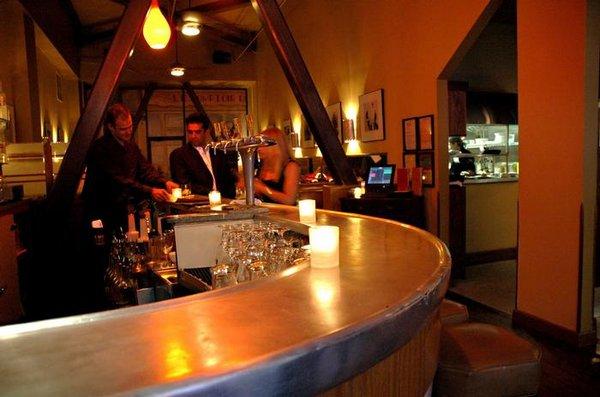 interior Cafe                                                   Claude